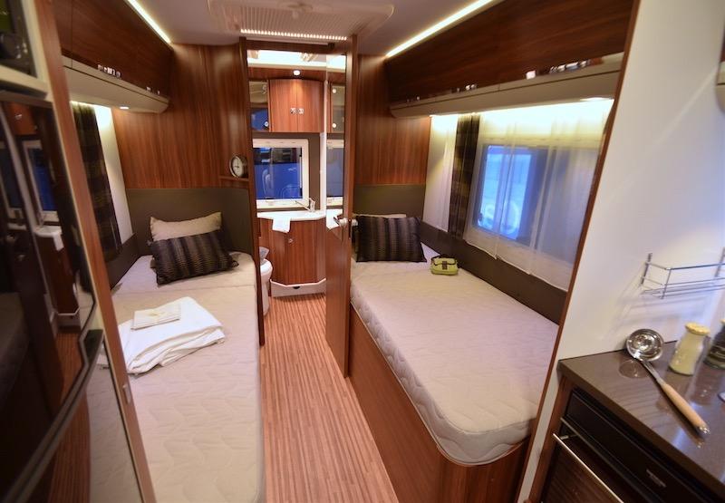 lits jumeaux la bonne formule d s 6 50 m camping car le site. Black Bedroom Furniture Sets. Home Design Ideas
