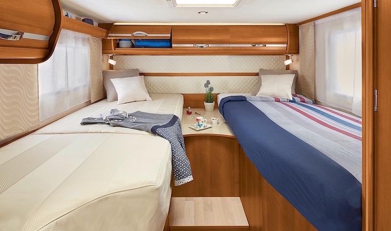 rapido 855 f deux couchages de grande largeur 85 cm comparatif de onze integraux avec lits jumeaux - Lits Jumeaux
