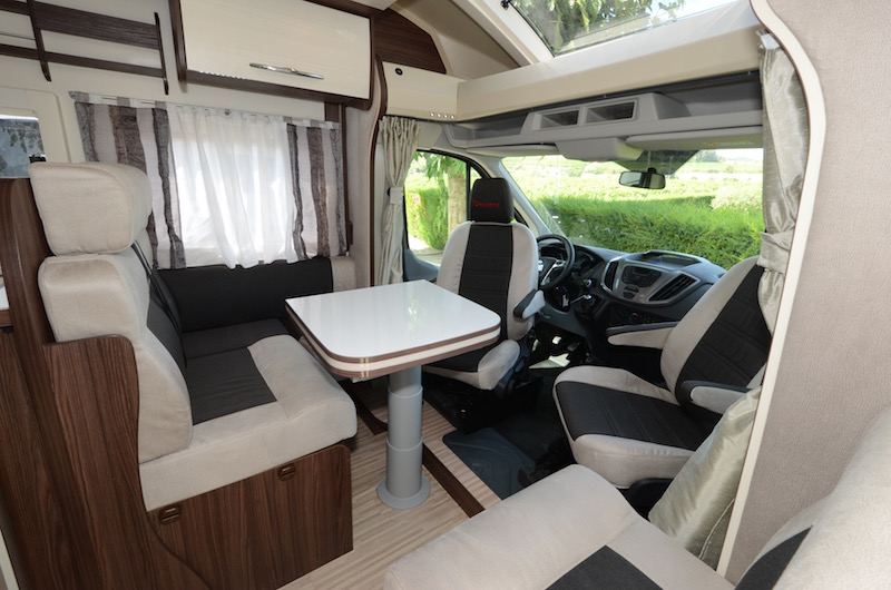 lit central et lit de pavillon la formule gagnante camping car le site. Black Bedroom Furniture Sets. Home Design Ideas