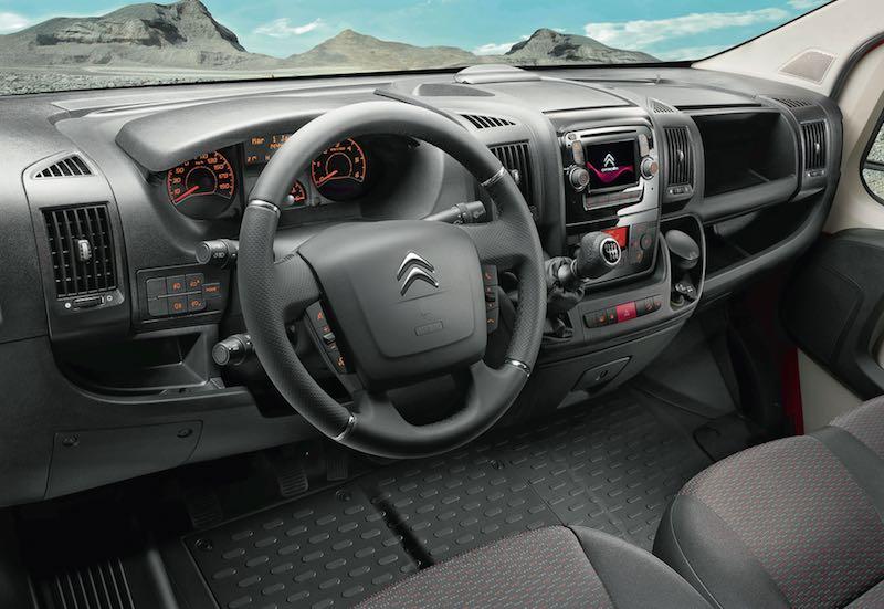 Tout le confort d'une automobile avec notamment un niveau sonore particulièrment bas grâce au choix d'un moteur moderne, exclusivement disponible sur porteurs Peugeot et Citroën.