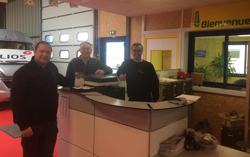 De gauche à droite : Dominick Cudenec - responsable atelier, Vincent Jolly - responsable du site, et Benoit Cadoret responsable magasin.