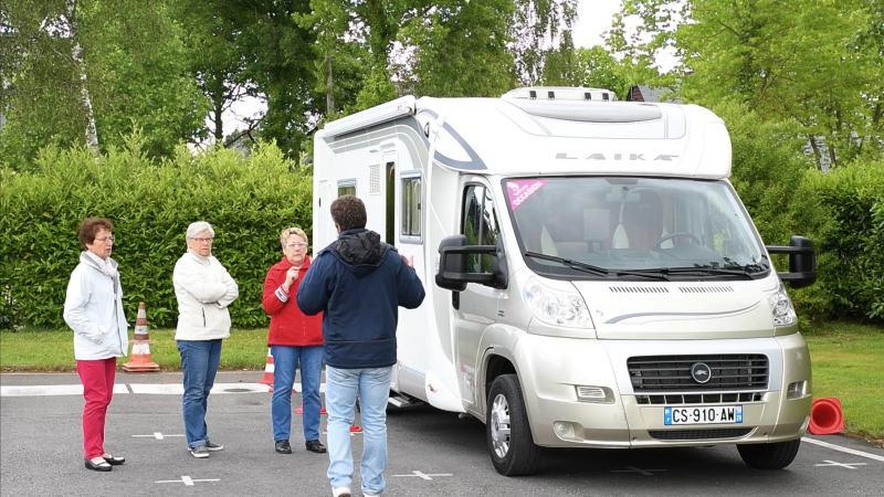 vid o un stage de conduite pour reprendre le volant sans crainte camping car le site. Black Bedroom Furniture Sets. Home Design Ideas