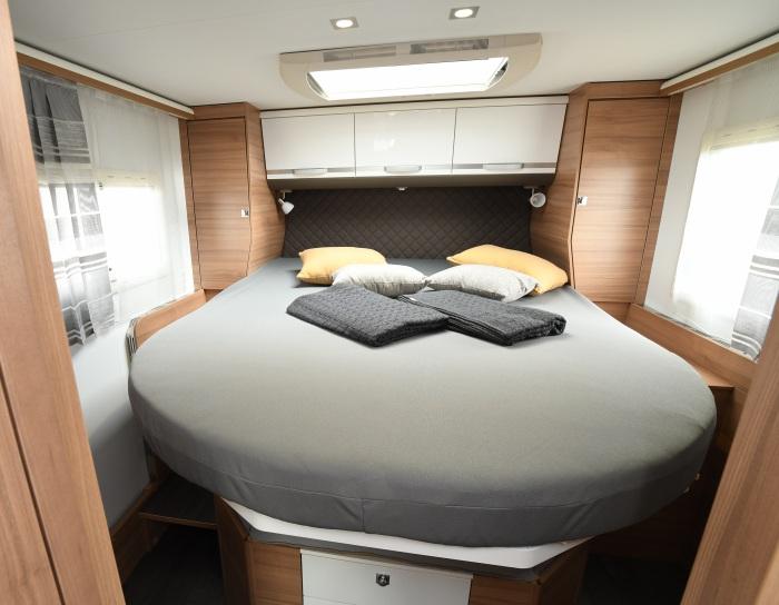 Profilé Adria Coral 670 SC Plus avec lit central 160 cm