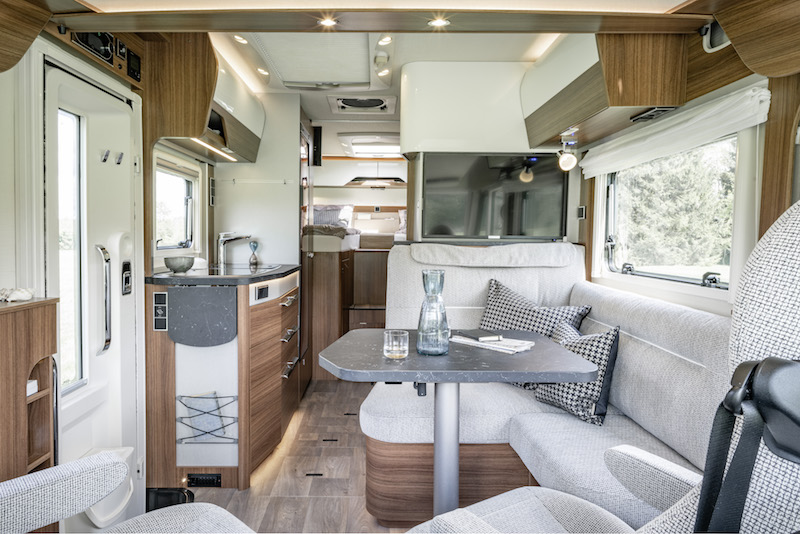 hymer b mc une nouvelle g n ration de camping cars sur mercedes camping car le site. Black Bedroom Furniture Sets. Home Design Ideas