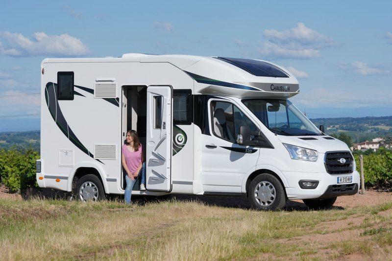 Vu de l'extérieur, le Chausson 520 a des allures de mini camping-car. Mais il cache bien son jeu !